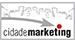 logo da cidade do marketing com essa última palavra em negrito. Na parte de cima do logo, o desenho de uma cidade estilizada e uma flecha cinza que aponta para a letra i. O ponto da letra i é vermelho.