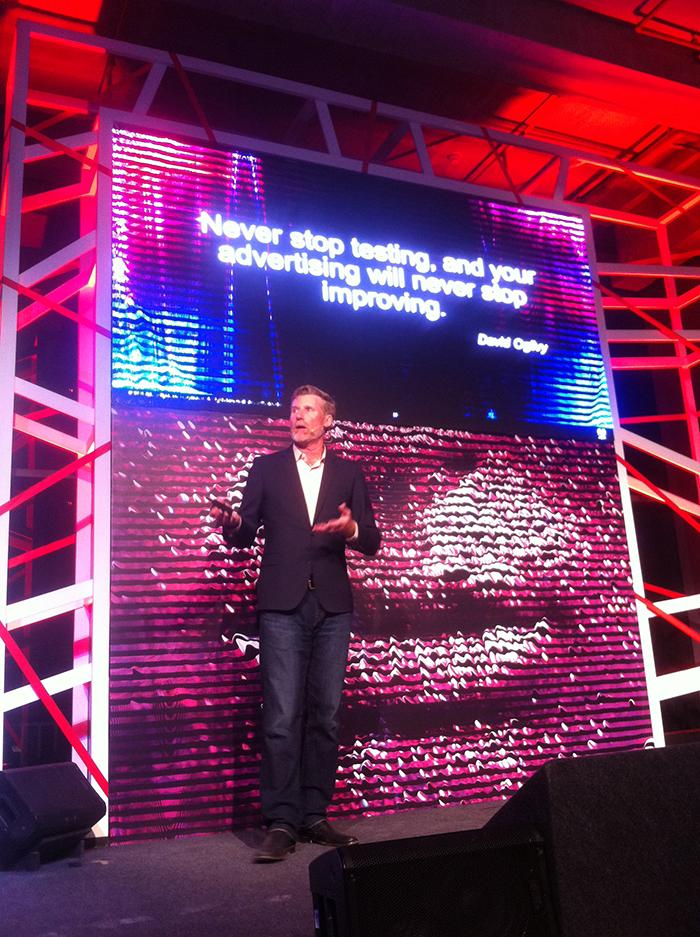 Tim Waddell, diretor de Marketing de Produto da Adobe, em evento da marca