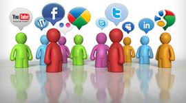 Imagem. Desenho de pessoas estilizadas de várias cores entre elas: vermelho, verde, azul, laranja e lilás. As pessoas estão de pé e, em cima de cada uma delas, a figura de uma balão com os símbolos de algumas redes sociais como twitter, facebook e youtube.