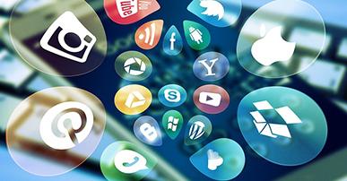 Imagem: ícones das redes sociais saindo de uma tela de celular dentro de bolhas.
