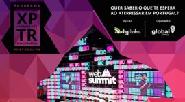 Banner: fundo roxo e rosa quadriculado com o nome dos patrocinadores e do evento, além de uma abertura no meio com a foto do evento passado.