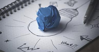 Imagem: desenho de lâmpada com bola de papel no centro. Estratégia.