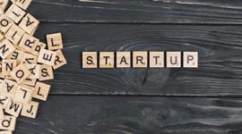 Imagem: vários bloquinhos de madeira com letras, formando a palavra Startup. StartupExpo