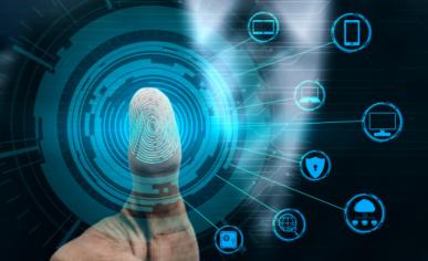 Imagem: polegar em uma tela desbloqueando diversos recursos. digitalização.
