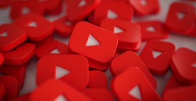 Imagem: logos do YouTube empilhados.