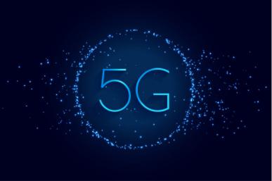 """Imagem: fundo azul escuro com luzes as o termo """"5G"""" no centro. redes móveis."""