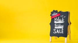 Imagem: fundo amarelo com lousa escrito ``black friday``. Prêmio Black Friday de Verdade