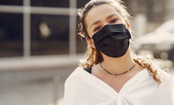 Como o uso de máscaras moldou as imagens na publicidade durante a pandemia