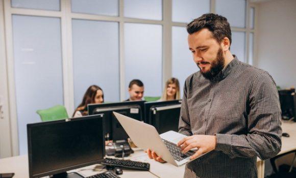 Help Desk: por que as empresas de TI precisam de softwares rápidos para atender seus clientes?