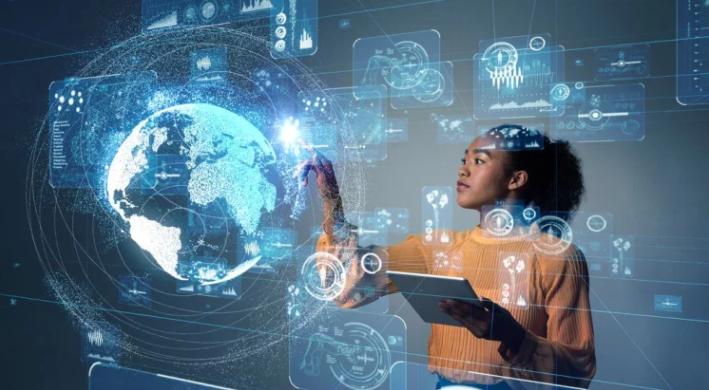 Design de mulher utilizando um computador futurista