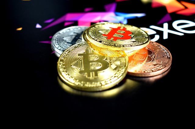 pilha em moedas bitcoin.