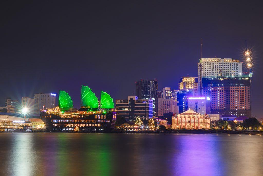 Cidade do Vietnã, Ho Chi Minh, a noite.